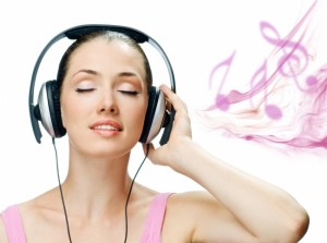 beautiful-woman-wearing-headphones-listening-to-music-pictures_725875599